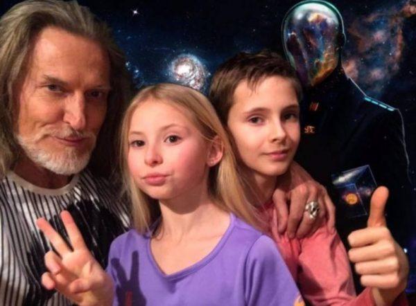 Никита Джигурда с детьми в 2021 году. Фото Инстаграм