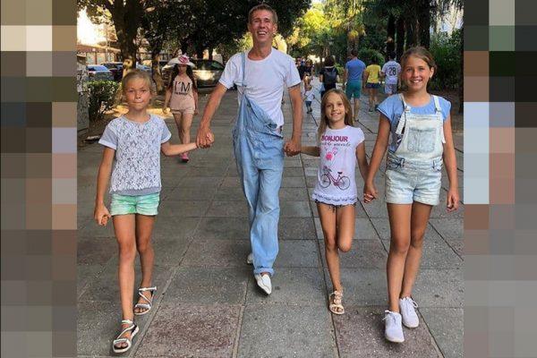 Алексей Панин с дочками