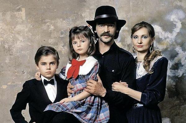 Михаил Боярский с супругой Ларисой и детьми