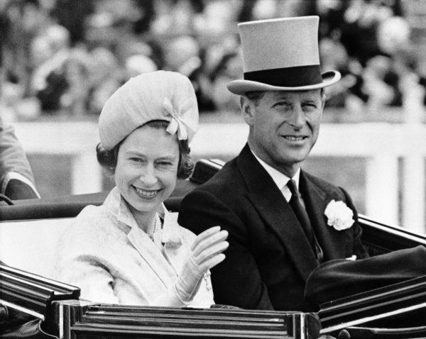 Королева Англии с мужем