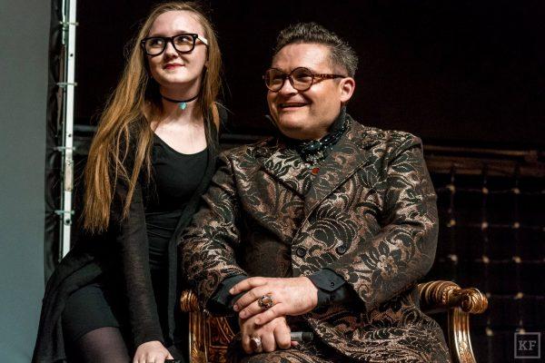 Александр Васильев с девушкой