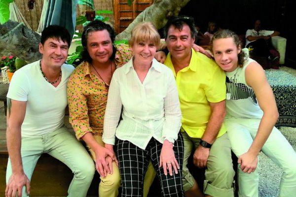 Владимир Асимов с женой и друзьями
