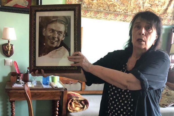 Гитана Леонтенко с портретом Баталова