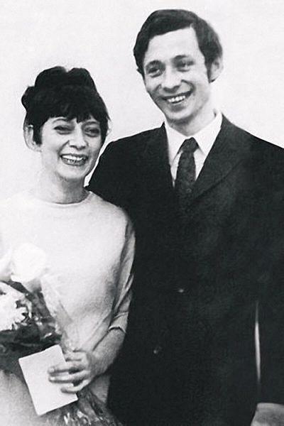 Олег Даль с женой