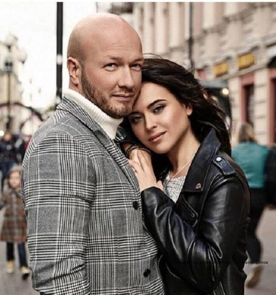 Никита Панфилов с женой