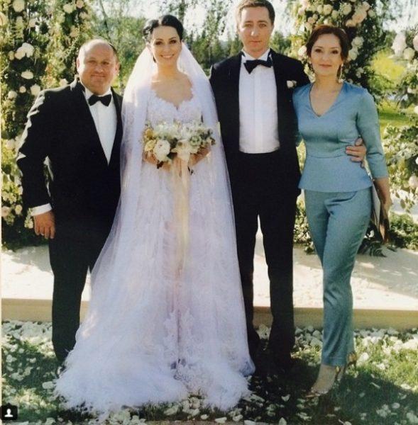 Елена Крута на свадьбе сына