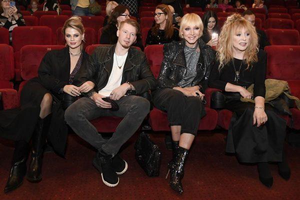 Никита Пресняков с супругой, мамерью и бабушкой