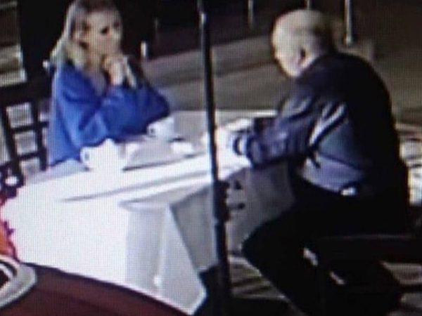 """Собчак и Мохов в ресторане """"Сахар"""". Фото anysmi.com"""