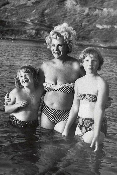 Алла Ларионова с дочерями