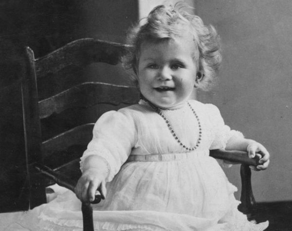 Королева в детстве. Фото