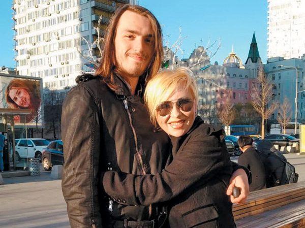 Валентина Легкоступова с сыном Матвеем