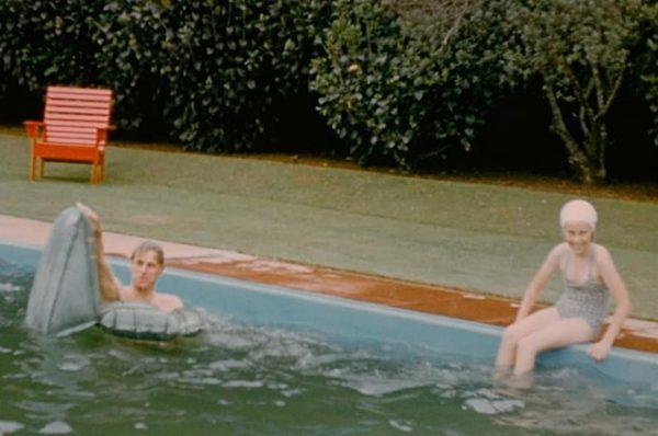 Принц Филипп в плавках, молодая королева Елизавета - Эти снимки в Сети впервые