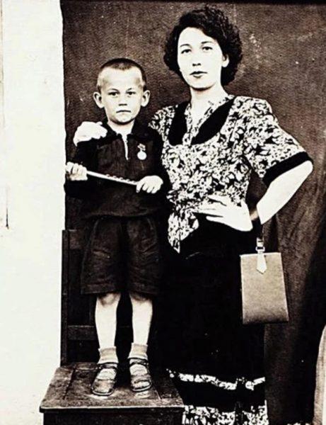 Александр Серов в детстве