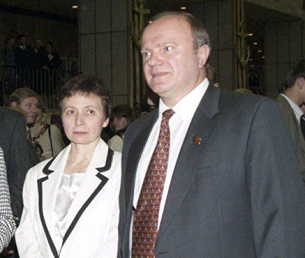 Геннадий Зюганов с женой. Фото РИА