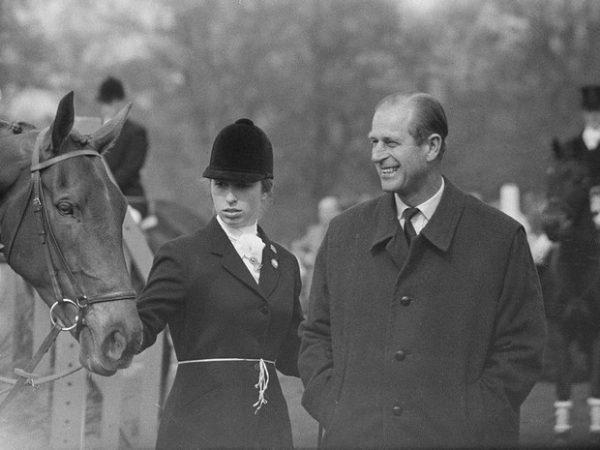 Как Виндзоры отреагировали на кончину принца Филиппа (и почему все снова осуждают Сассекских)