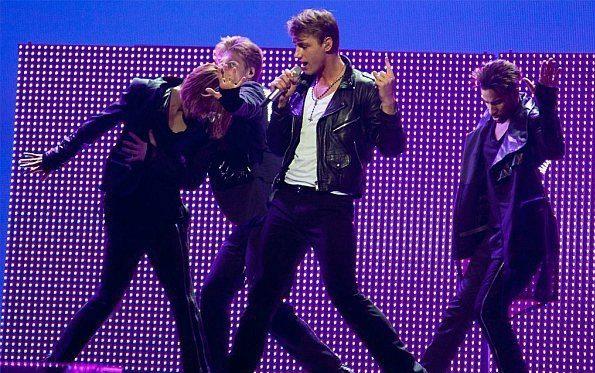 Выступление Алексея Воробьёва на Евровидении. Фото paparazzi.ru