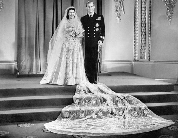 """Свадьба Елизаветы и Филиппа стала, по выражению Уинстона Черчилля, """"цветной вспышкой"""" в блёклой послевоенной жизни Британии"""