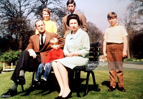 Королева с мужем и детьми