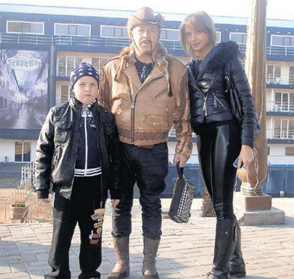 Леонид Борткевич с женой Татьяной и сыном