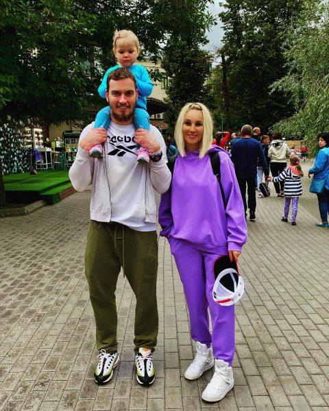 Лера Кудрявцева с семьёй