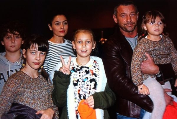 Максим Дрозд с Викторией Полторак и детьми