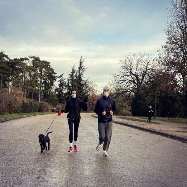 Наталья Водянова с мужем в Париже на пробежке