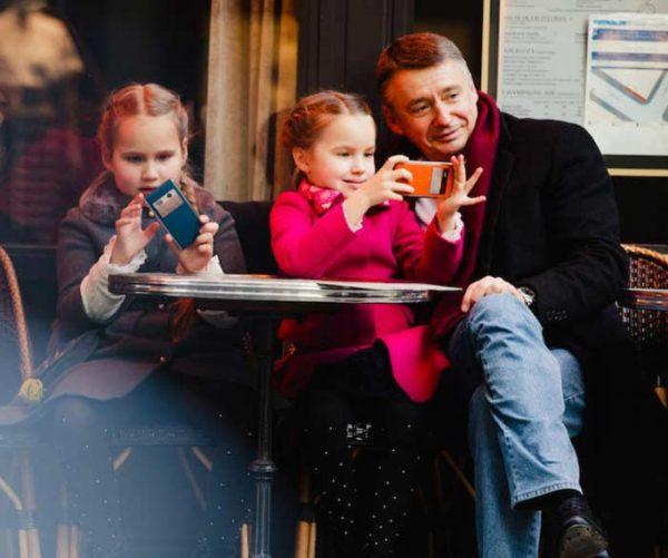 Антон Табаков с дочками