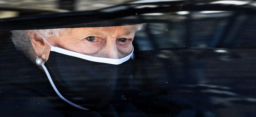 Королева Елизавета II на похоронах