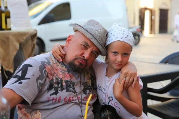 Трофим с дочкой Лизой.