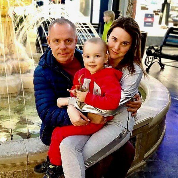 Александр Мохов с супругой Ириной и сыном