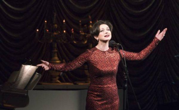 Ольга Пашкова на сцене. Фото rbc.ru