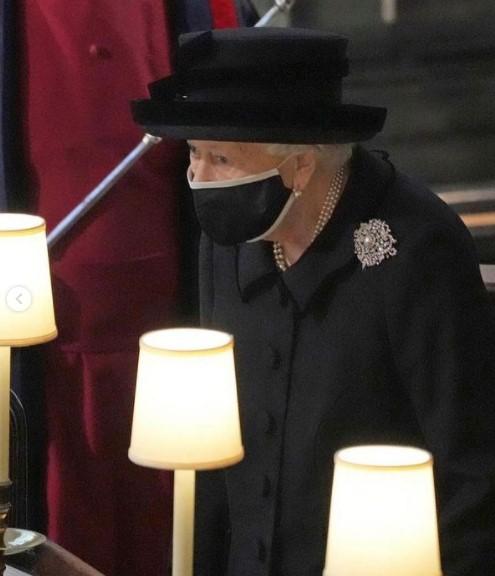 Елизавета II надела на похороны мужа брошь со скрытым смыслом
