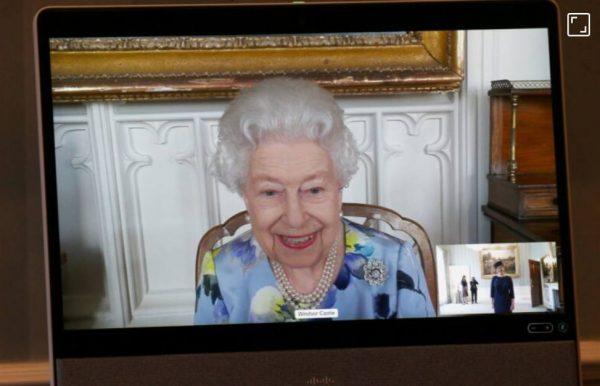 Умер и умер: королева Елизавета II уже забыла про траур и весело общается онлайн