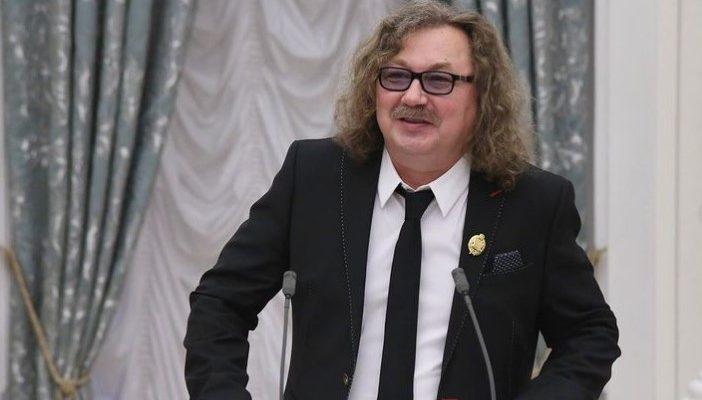 Игорь Николаев после получение звания народного артиста России спешно покинул Россию