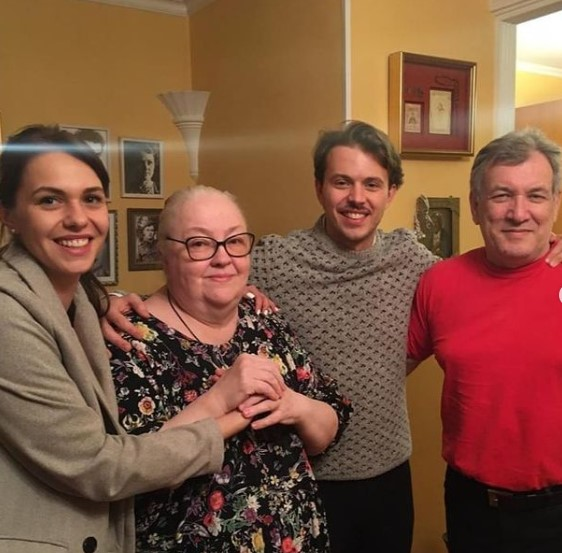 Мария Миронова не жалеет денег на приемного брата и отчима