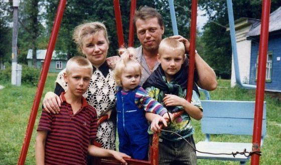 Алексей Воробьёв в детстве с родными. Фото uznayvse.ru