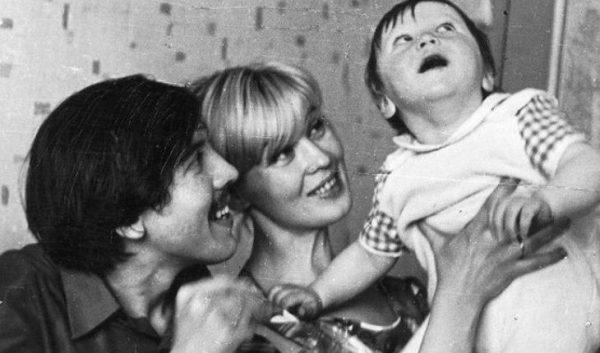 С первой женой и сыном Денисом. Фото uznayvse