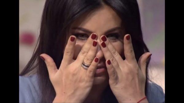 Ани Лорак плачет