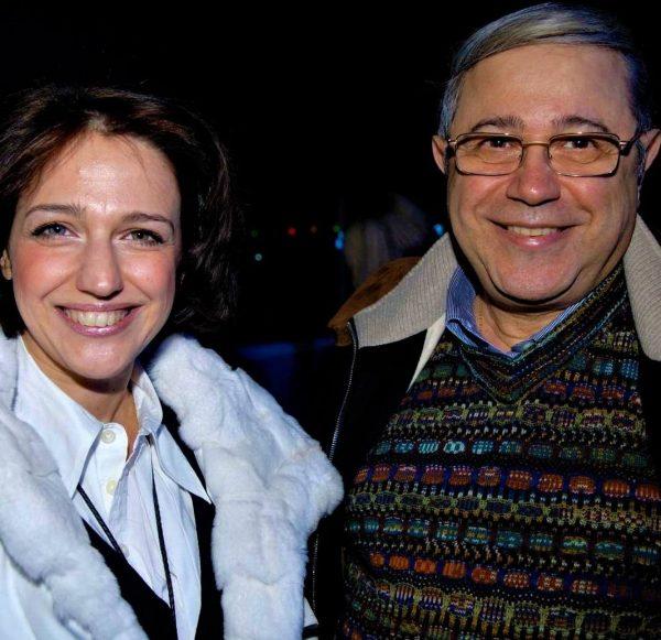 Петросян с дочкой улыбается