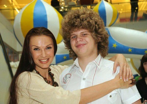 Эвелина Блёданс с Колей