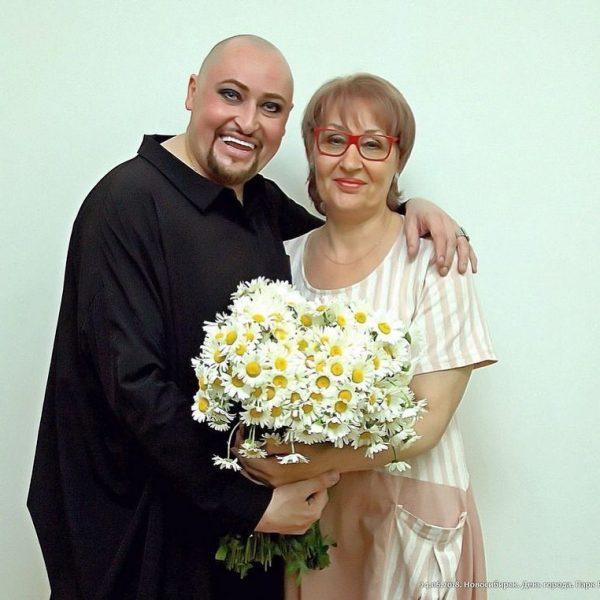 Певец Шура с мамой