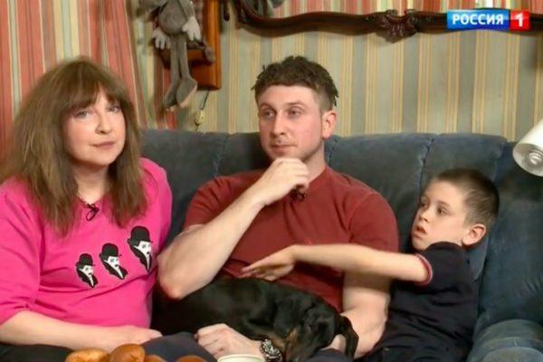 Катя Семенова с сыном и внуком