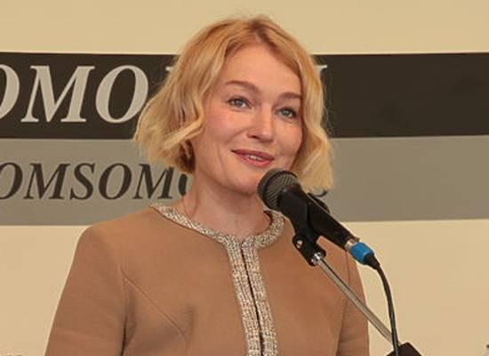 Виктория Толстоганова у микрофона