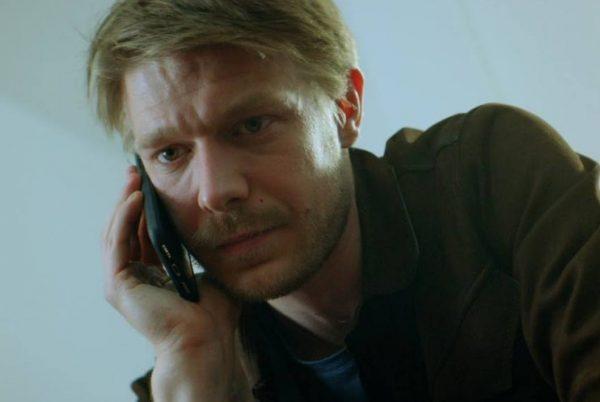 Никита Ефремов с телефоном