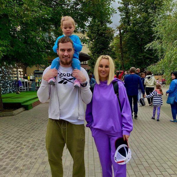 ера Кудрявцева и Игорь Макаров с дочкой