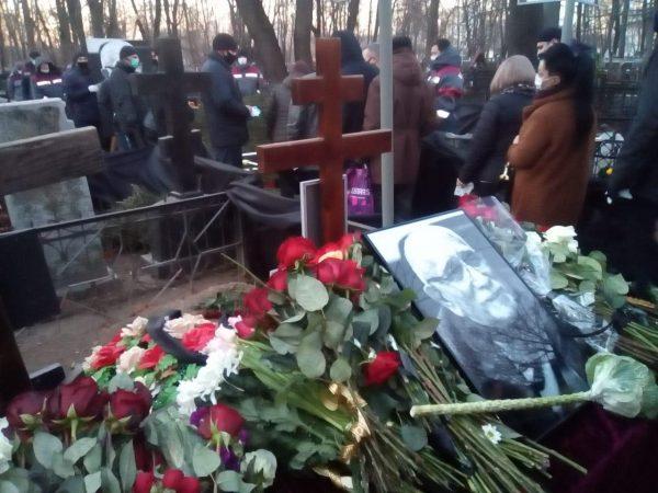 Могила Джигарханяна после похорон. Фото РИА