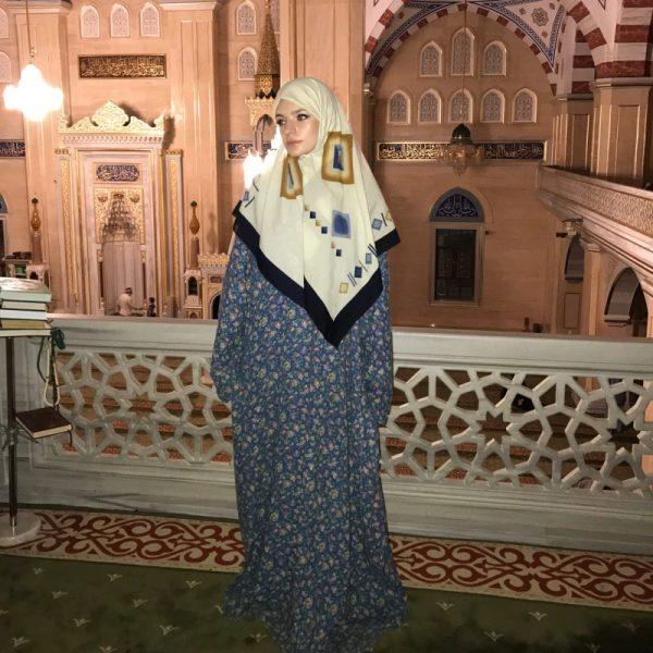 Лиза Пескова в мусульманском платье. Фото