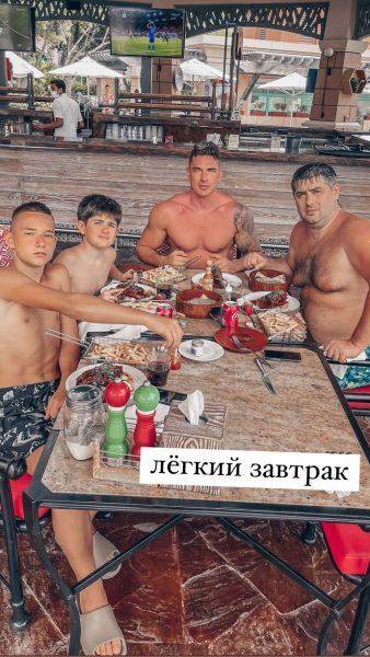 Курбан Омаров с другом и сыном