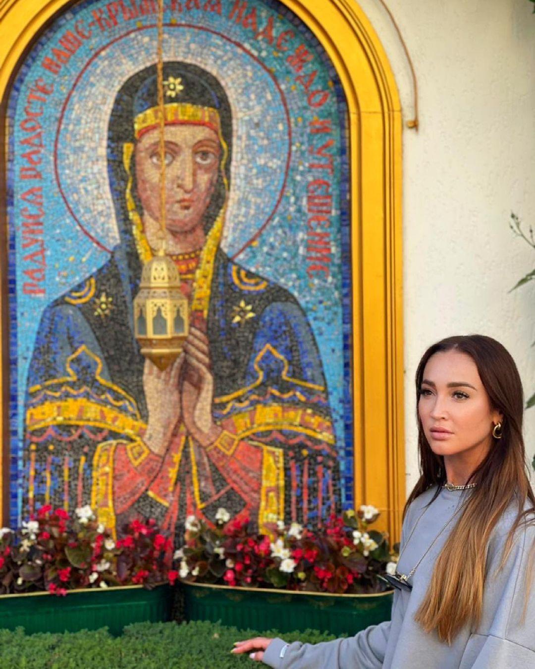 Ольга Бузова в монастыре