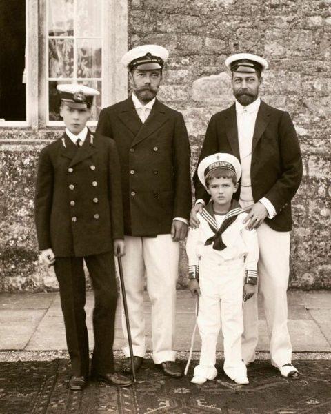Николай II и Георг V с наследниками